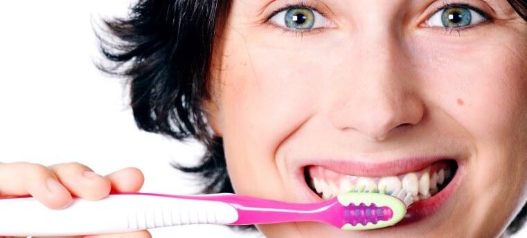 Higiene Bucal: Escovar os dentes evita tártaro