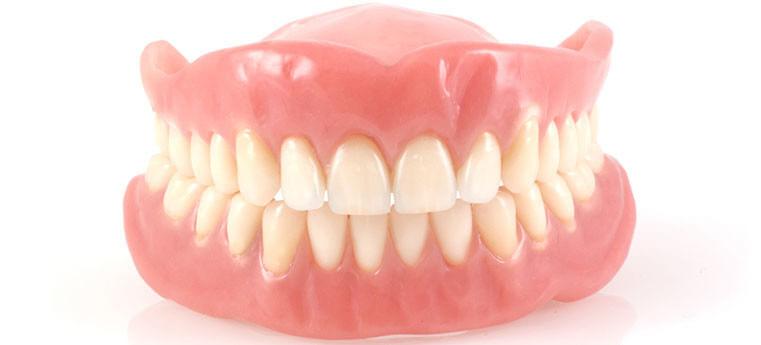 Quando trocar para uma dentadura nova
