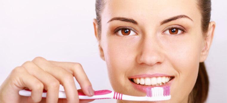 Quantas vezes por dia se deve escovar os dentes?