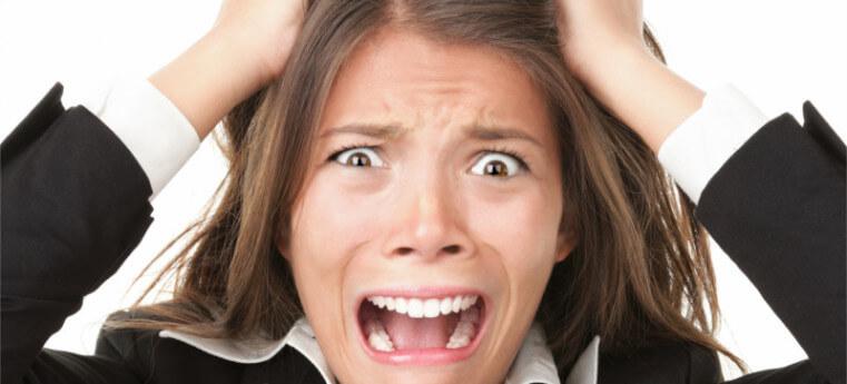 Mulher estressada pode ter problemas bucais